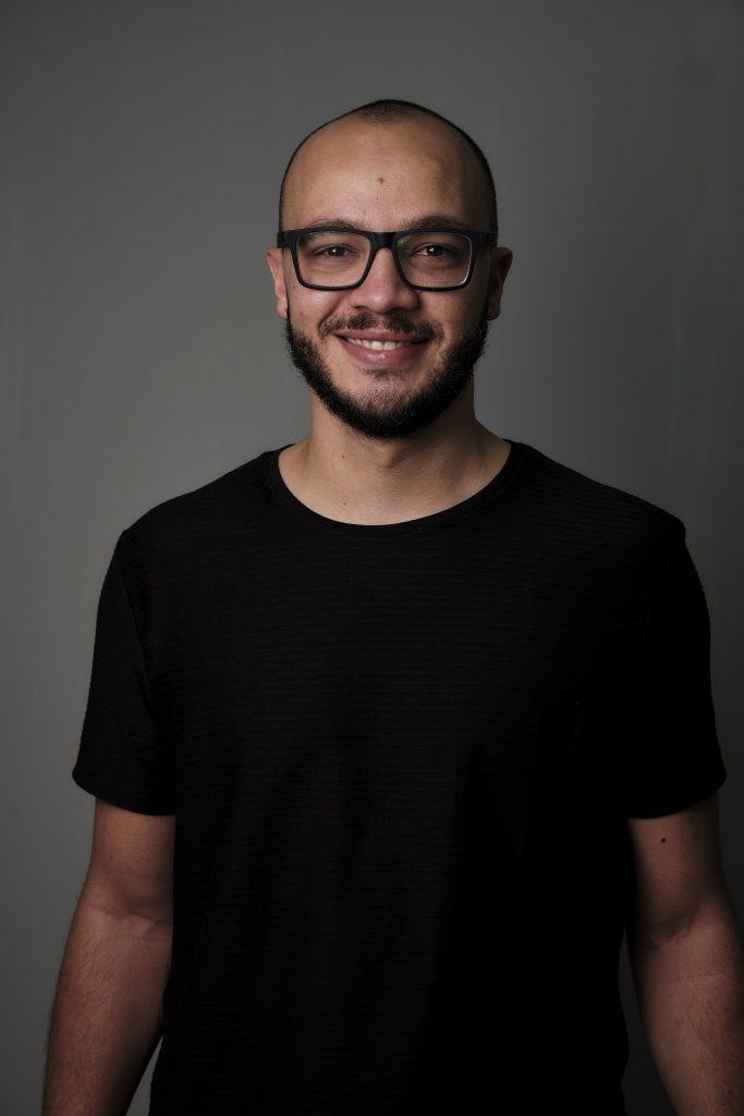 O designer gráfico Rafael Zenati
